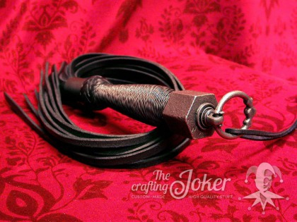 Goth-style flogger